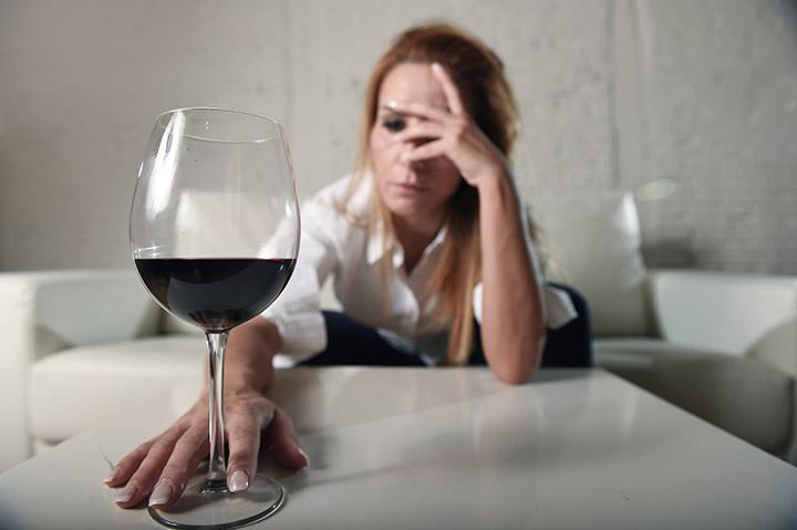 Alkoholkrank und deprimiert